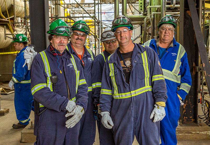 Une groupe d'ouvriers spécialisés Lorneville en chantier