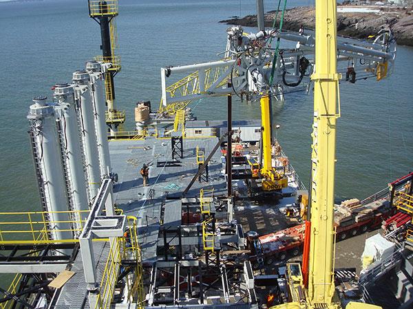 Bras de déchargement à Canaport LNG