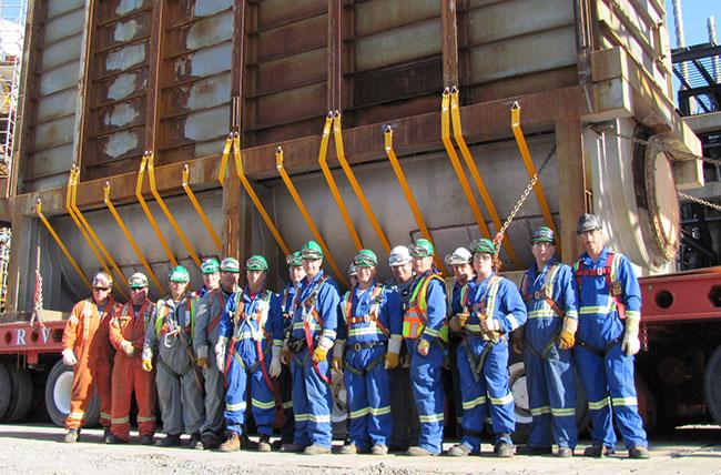 Travailleurs devant la centrale