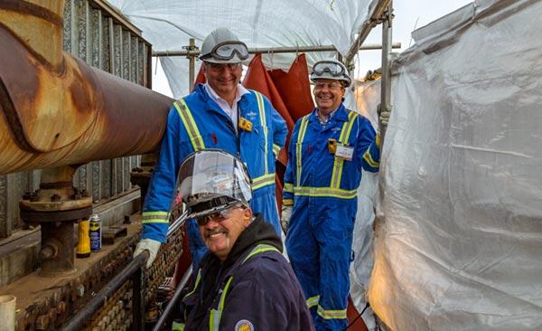 Styve, Todd et des travailleurs sur un chantier