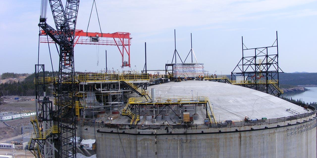 Travaux de maintenance sur un réservoir