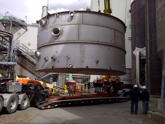Réservoir en inox de l'usine de pâtes et papiers Irving