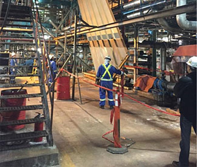 Travailleurs au chantier de l'usine de papier Rock Tenn